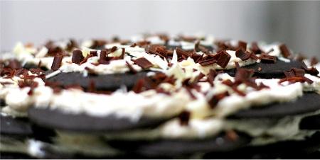 Торт из печенья с горьким шоколадом