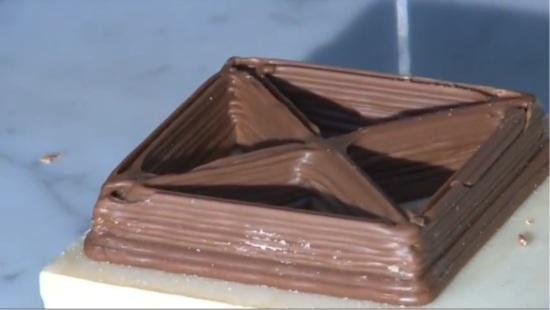 Шоколадная фигура сделанная шоко-принтером